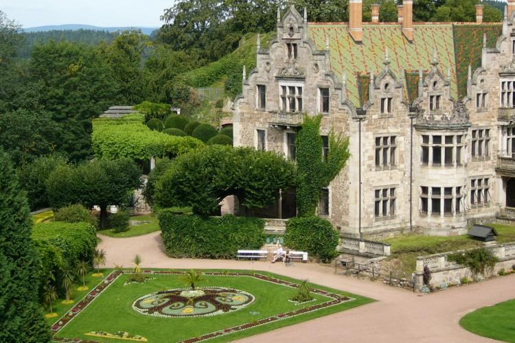 Schloss Altenstein mit Teppichbeet